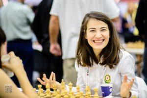 girl-chess